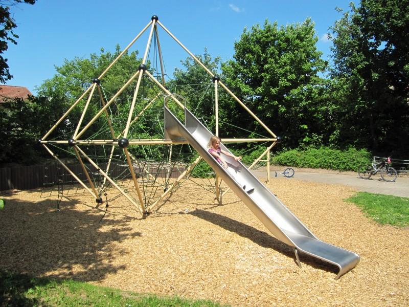 Urządzenia linowe na plac zabaw TRIANGULUM