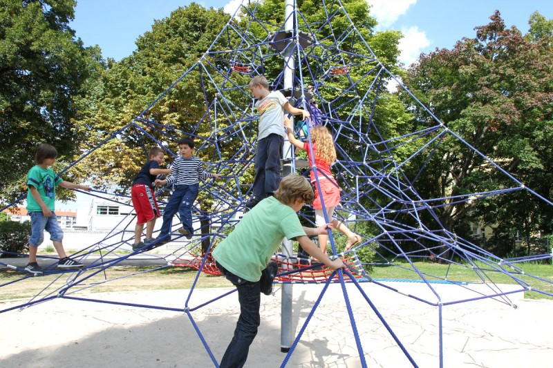 Urządzenia linowe na plac zabaw PYRAMID